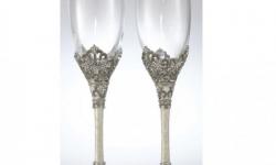 640-olivia-riegel-toasting-flutes1